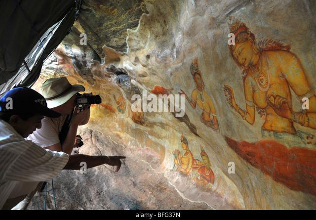 Sigriya Wandmalereien, Sri Lanka, Wandbild von Asparas oder weibliche Geister an Sigriya Rock Fortress, Sri Lanka, Stockbild
