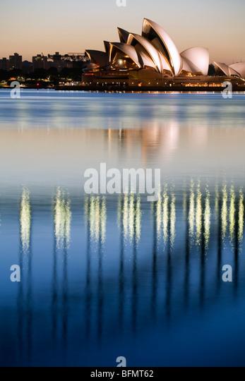 Australien, New South Wales, Sydney.  Blick auf die Sydney Opera House und Harbour Bridge von Blues-Punkt in der Stockbild