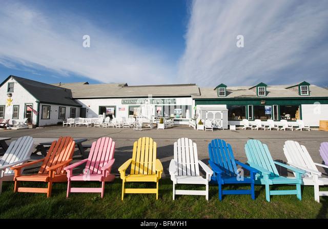 USA, Massachusetts, Cape Cod, bunten Liegestühlen Stockbild