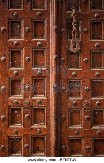 Eine alte Holztür in Sansibar. Stockbild