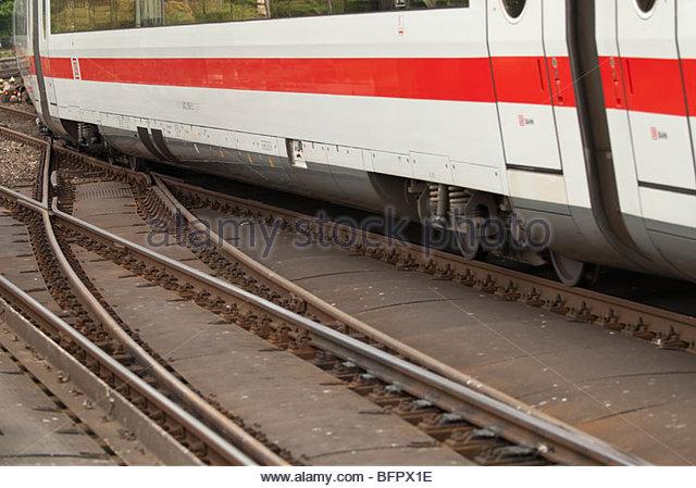 Deutsche Bahn Zug verlassen Sie den Bahnhof Stockbild
