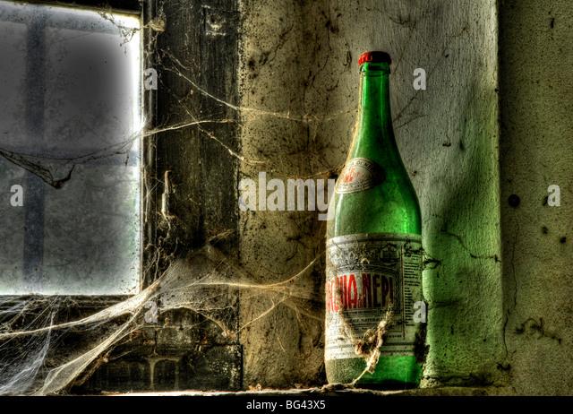 Alte Flasche auf einem verlassenen Bauernhof in der Nähe von San Quirico d ' Orcia, Valle de Orcia, Toskana, Stockbild