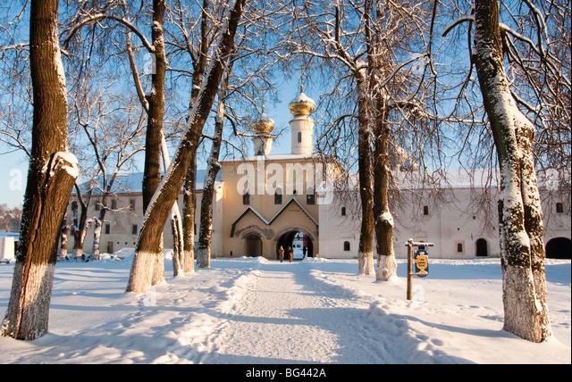 Eingang zum Kloster Bogorodichno Uspenskij, Tichwin, Gebiet Leningrad, Russland Stockbild
