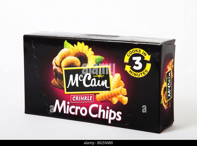 """Student Junk-Food """"Mikrochips"""" """"Mikrowelle Chips"""" mccain Stockbild"""