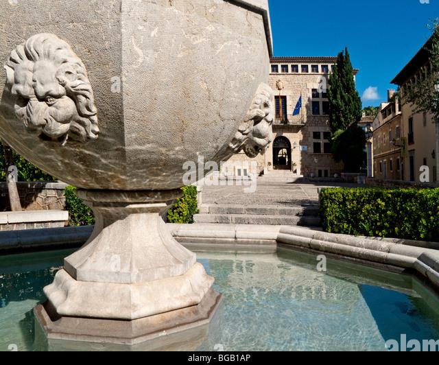 ES - MALLORCA: Stadt Detail von Arta (Rathaus) Stockbild