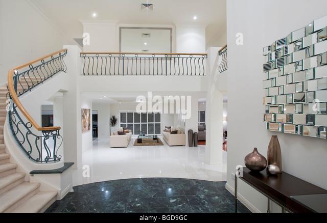 Luxus-Villa Eingang mit Marmorboden Stockbild