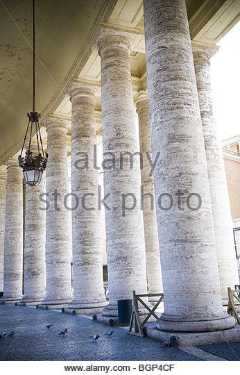 Spalten in dem Petersplatz, Rom, Italien Stockbild
