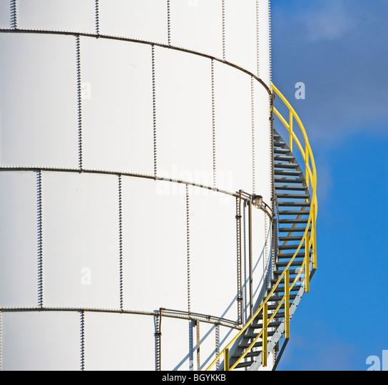 Schritte auf Öltank Stockbild