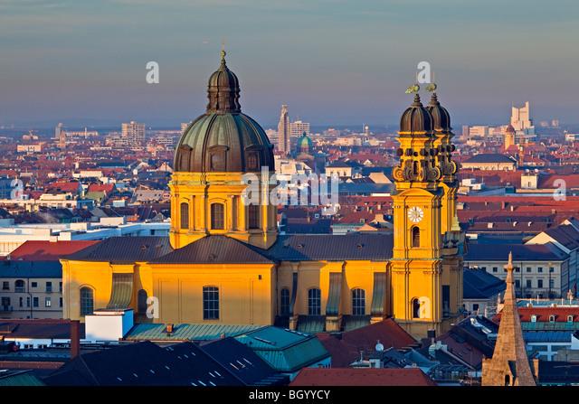 Theatinerkirche, aka Theatinerkirche St. Kajetan (Theatine Kirche des St. Cajetan) in der Stadt München (München), - Stock-Bilder