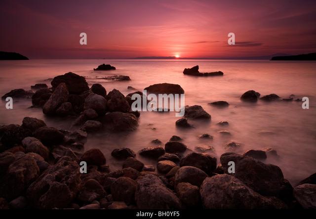 Sonnenuntergang-Szene von Kalamitsi Bucht in der Nähe von Kardamili in Peloponnes Griechenland Stockbild