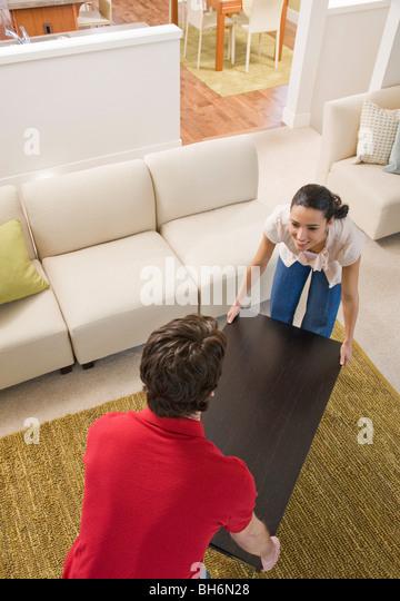 paar bewegte Möbel Stockbild