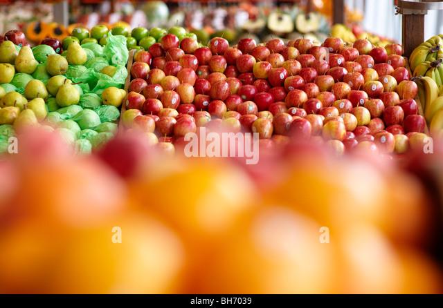 Frisches Obst zum Verkauf im Gemüseladen shop Stockbild