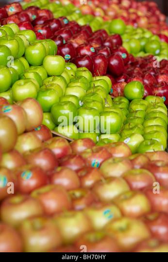 Äpfel am Obstmarkt Stockbild