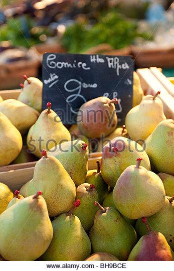 Boxen von Pear Gesims, rot gewachste Stiele, Obst, produzieren, Ständer, Marche Aux Fleurs, Altstadt, Nizza, Stockbild
