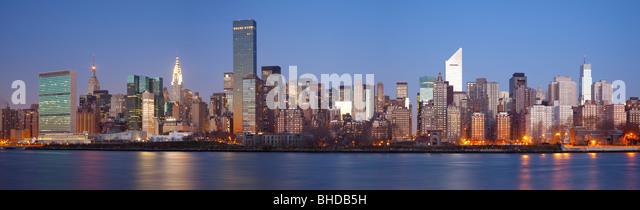 Midtown NewYork angesehen von Long Island Stockbild