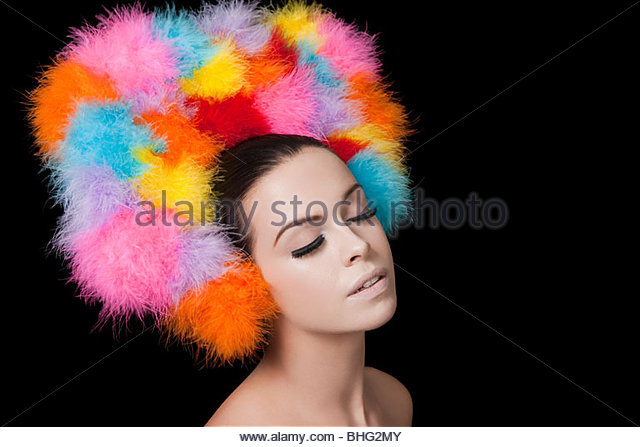 Junge Frau tragen bunte Kopfschmuck Stockbild