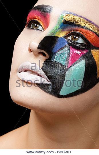 Frau mit bunten Muster auf Gesicht Stockbild