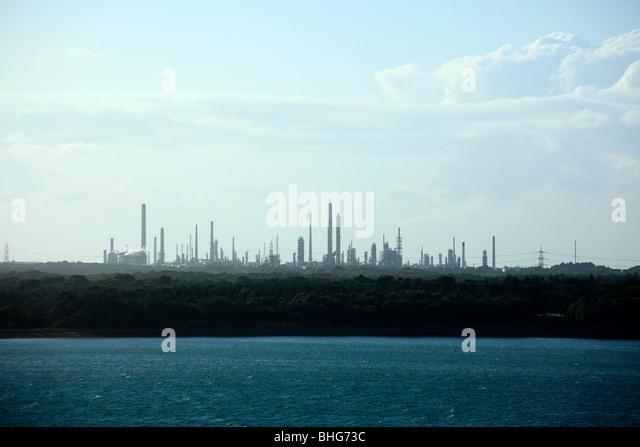 Southampton Wasser und Fawley Ölraffinerie Stockbild