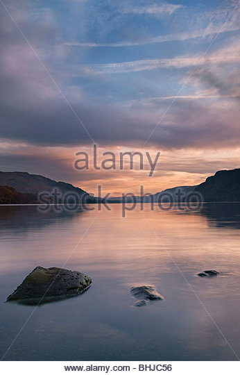 Ullswater bei Dämmerung, Nationalpark Lake District, Cumbria, England, UK Stockbild