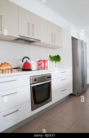 Küche in neue moderne Stadthaus Stockbild