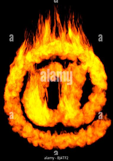 Brennen Sie e-Mail-Symbol an. Auf schwarzem Hintergrund isoliert Stockbild