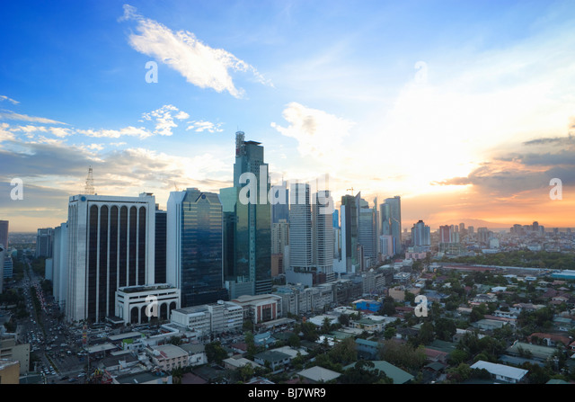 Sonnenuntergang über Geschäftsviertel Makati; Manila; Philippinen Stockbild