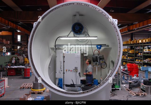 Produktion-af eine Windkraftanlage in einer Fabrik der Leitner-Gruppe, Italien Stockbild