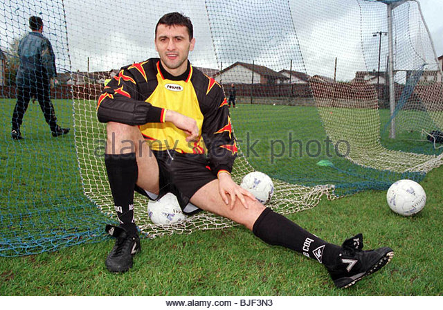Saison 1997/1998 KILMARNOCK Torwart Dragoje Lekovic. Stockbild