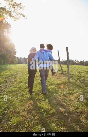 Familie spazieren gehen Stockbild