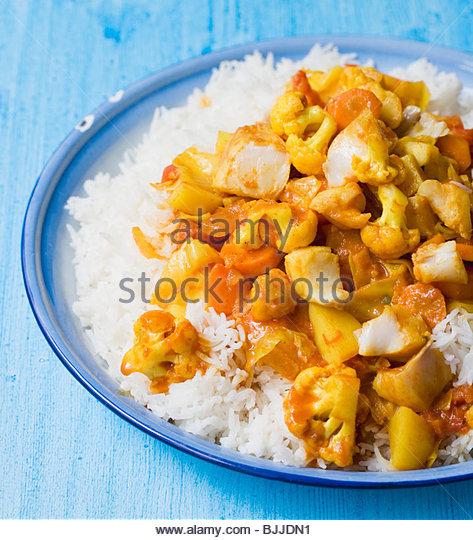 Fisch und Gemüse-Curry auf Reis Stockbild