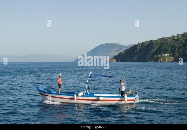 Italien, Sizilien, Liparische Inseln, Insel Lipari, Fischerboot   Italien, Sizilien, Liparischen Inseln, Insel Lipari, Stockbild