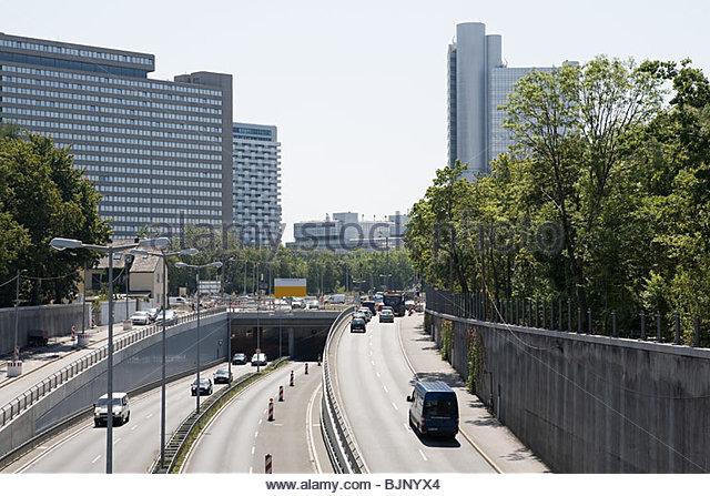 Stadtautobahn in München Stockbild