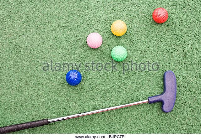 Golfschläger und Golfbälle Stockbild