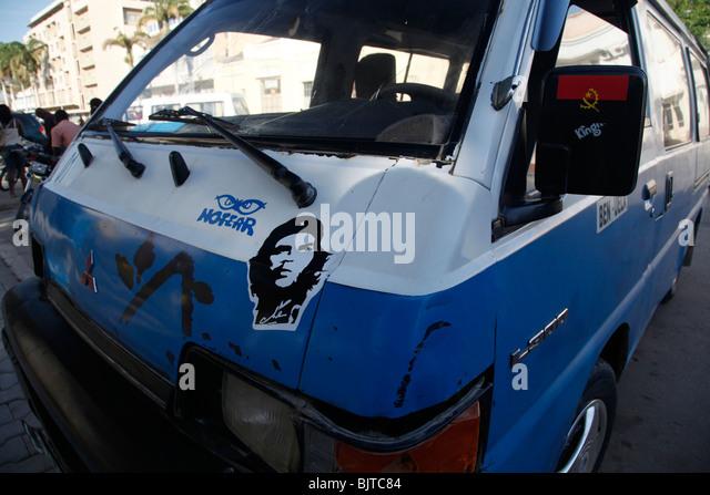 Ein Minibus-Taxi mit einem Aufkleber von der kubanischen Revolutionär Che Guevara und einen Aufkleber von der Stockbild