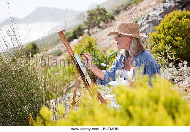 Künstler malen auf Hügel Stockbild