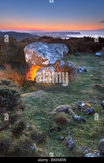 Druiden-Altar mit Blick auf die Whitepark Bay an der Küste von Antrim, Nordirland. Stockbild
