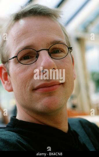 Kopfschuss Erwachsenen weißen Mannes 30er Jahre Nerd-Typ Stockbild