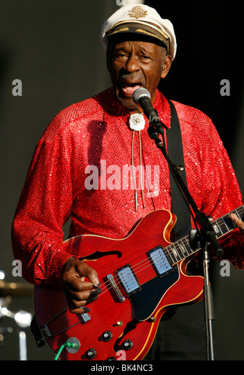 Chuck Berry führt während eines Konzerts. Stockbild