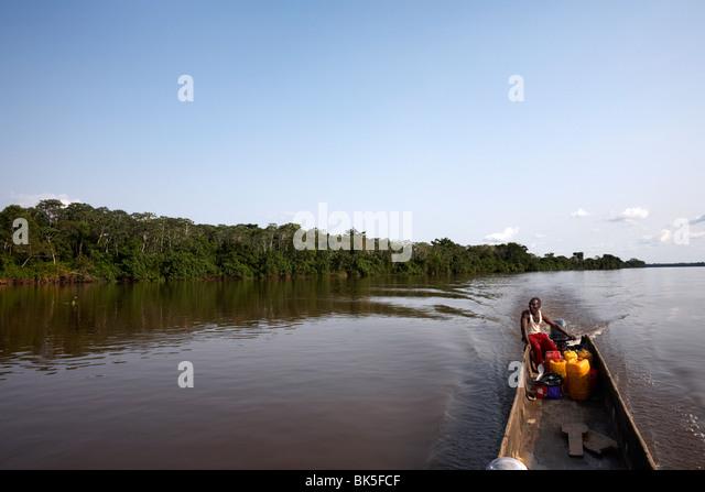 Ein Einbaum am Fluss Kongo, demokratische Republik Kongo, Afrika Stockbild
