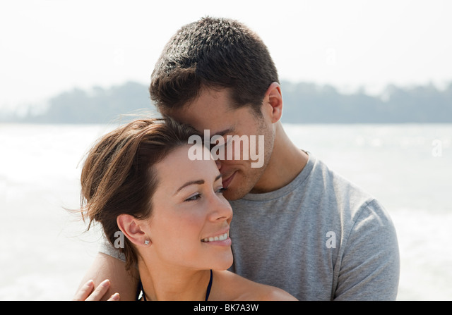 Liebespaar am Meer Stockbild
