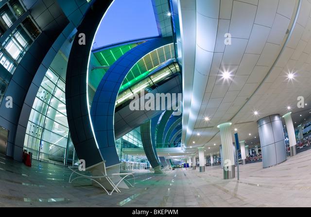 Stilvoller moderne Architektur der 2010 eröffneten Terminal 3 des Dubai International Airport, Dubai, Vereinigte Stockbild