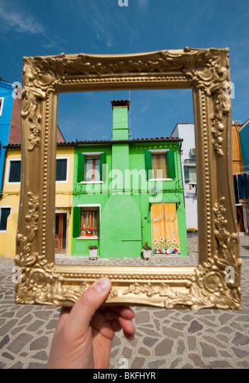 Bunte Häuser im Dorf von Burano in der Nähe von Venedig in Italien Stockbild