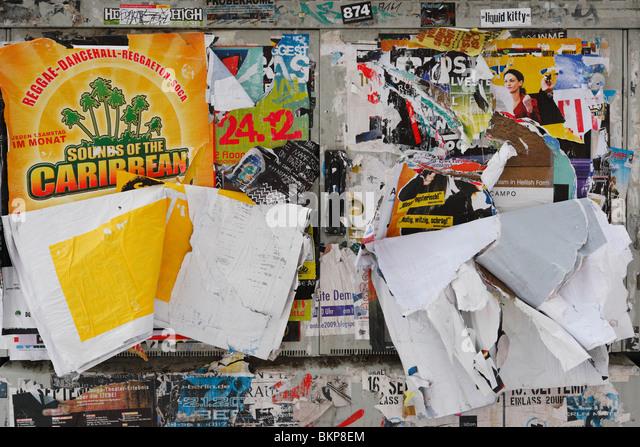 illegale Billboard Wand im öffentlichen Raum Stockbild