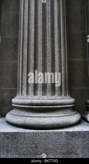 Nahaufnahme einer starken unterstützenden architektonische Säule-Basis. Stockbild