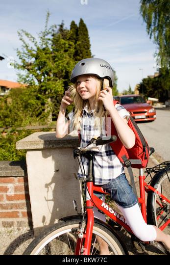 Mädchen auf Fahrrad Stockbild