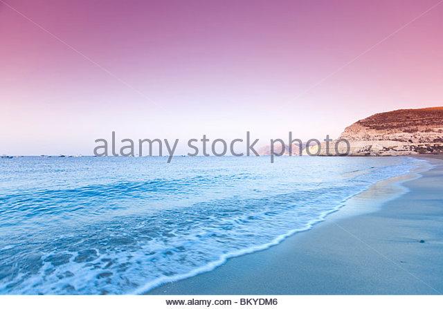 Agua Amarga Strand im Abend Licht, Cabo de Gata Nationalpark, Provinz Almeria, Andalusien, Spanien Stockbild