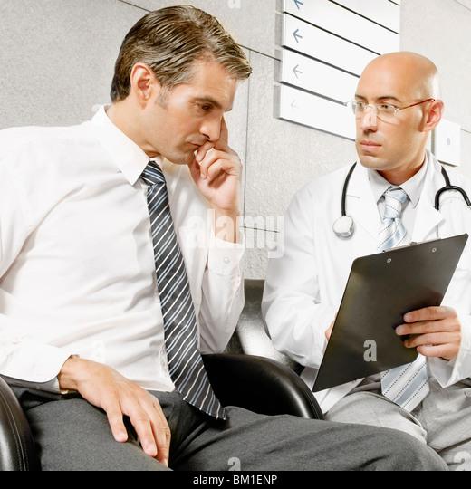 Ärzte, miteinander zu reden Stockbild