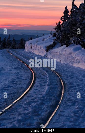 Schienen in Winterlandschaft Stockbild