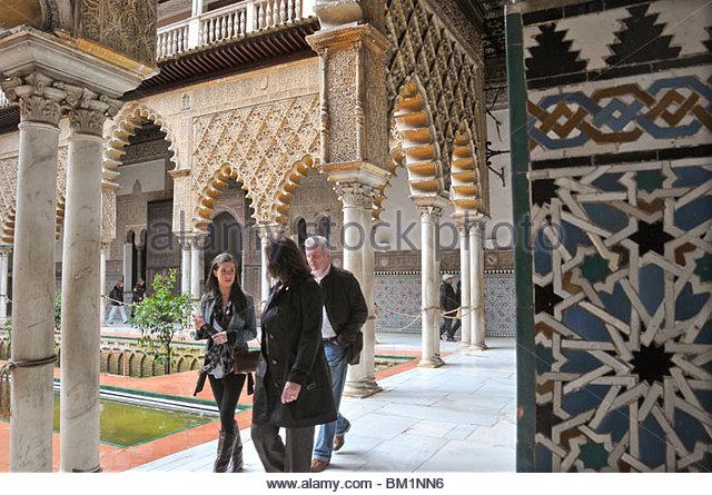 Ein Hof in der Alcazar Palast in Sevilla (Sevilla), Andalusien, Spanien Stockbild