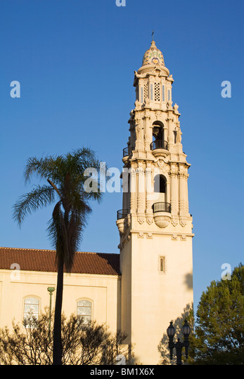Glockenturm, katholische Kirche St. Vincent de Paul, Figueroa Street, Los Angeles, California, Vereinigte Staaten Stockbild